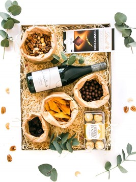 Snack & Gift Hampers: Simply the Best (Non-Alcoholic Red Wine)